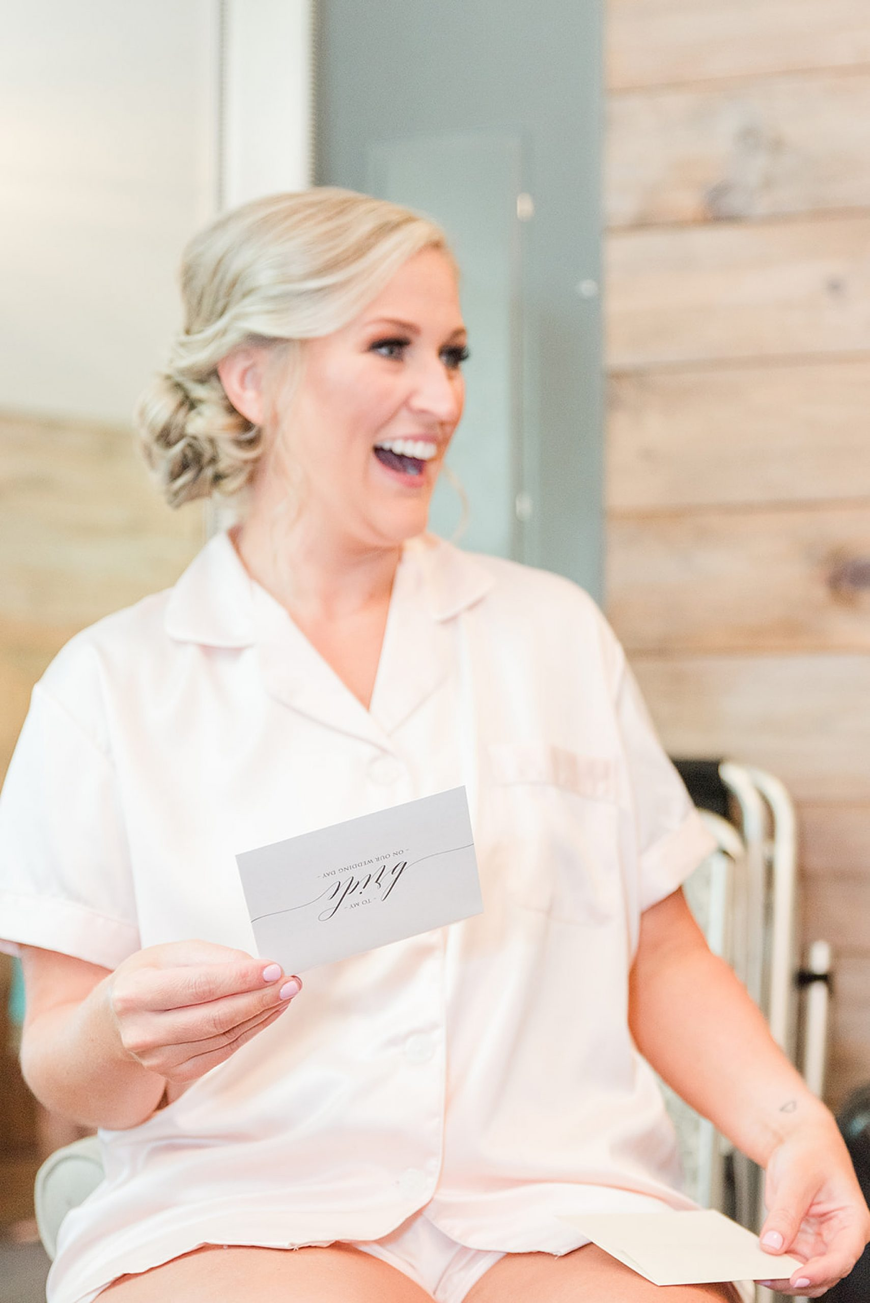 bride reads letter on wedding day at Izenstone