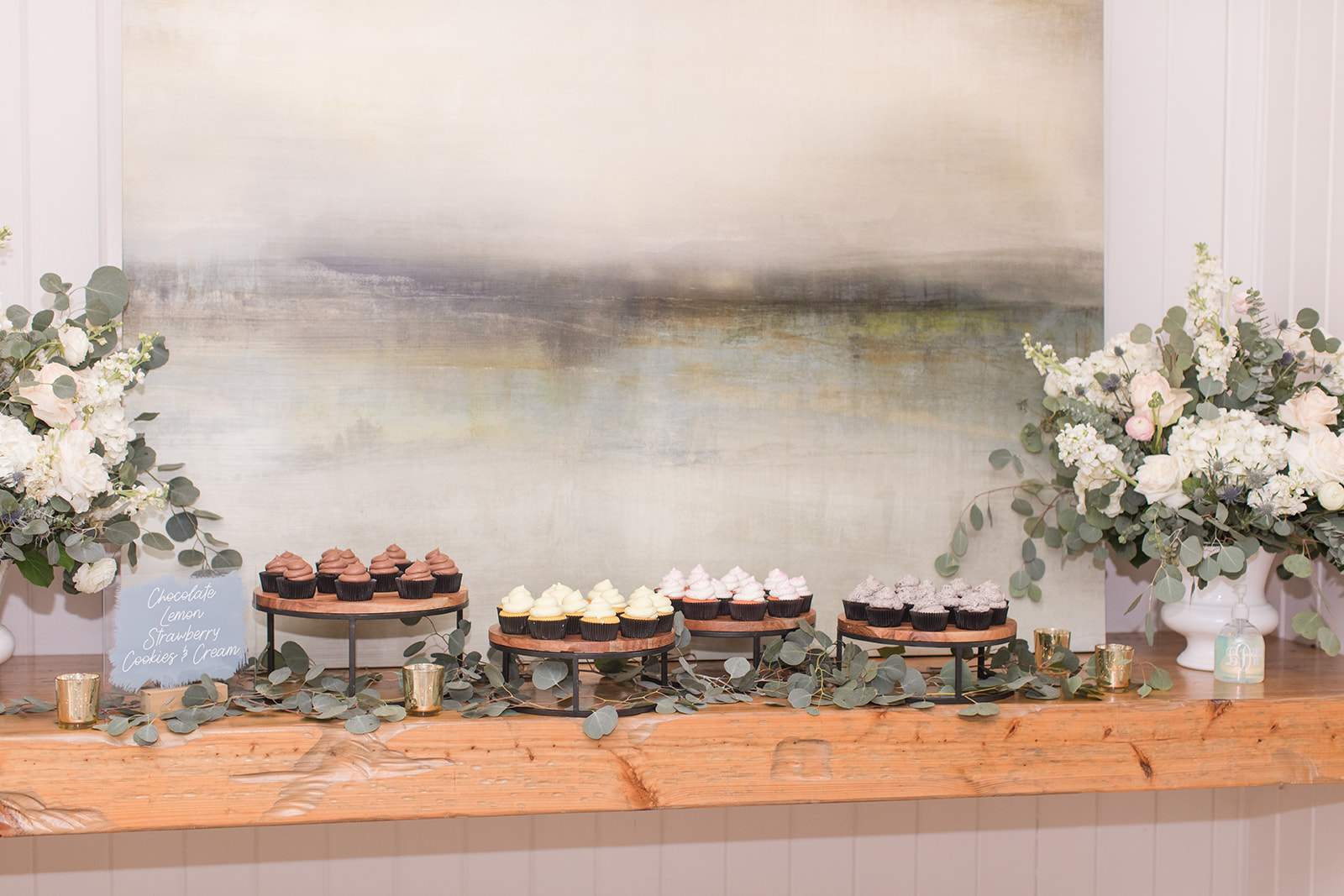 cupcakes for Little Point Clear wedding reception