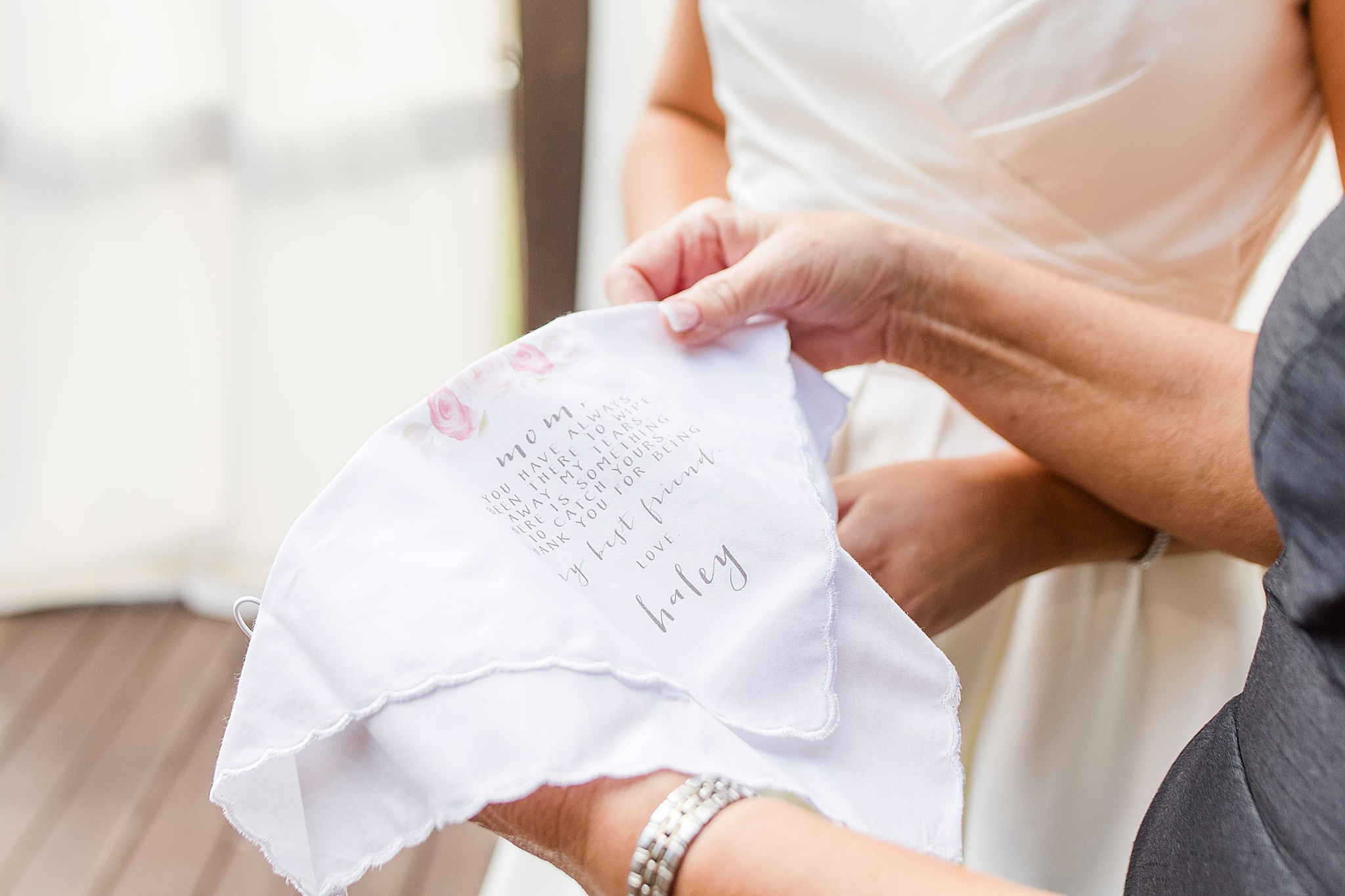 gift from bride to mother on wedding day