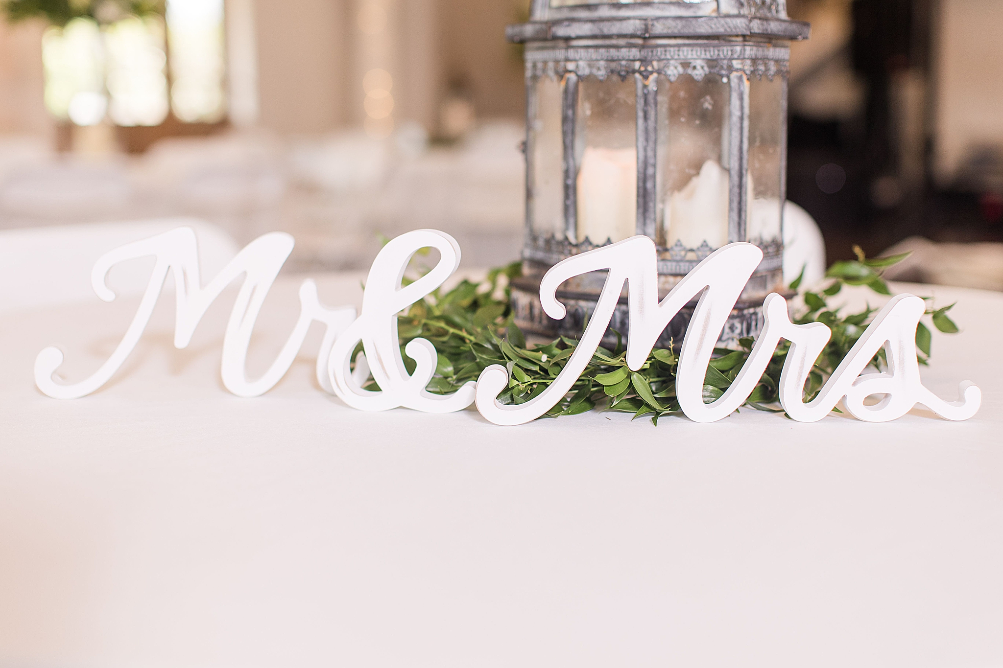 Mr and Mrs sign for sweetheart table in Alabama