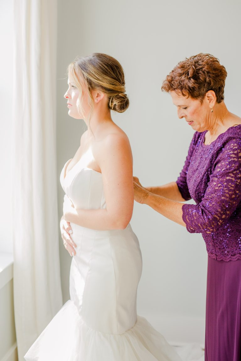 tips for mother of the bride on wedding day